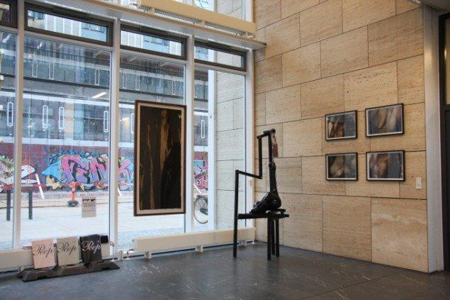 POP-Up Contemporary installationsview, Kunstnere: Pernille Egeskov, Anne Damgaard og Louise Hindsgavl, fra udstillingen PEEP. (Pressefoto)