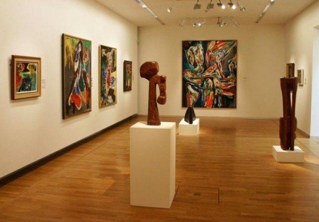 Fokusrummet med Jorn og CoBrA ligner et pænt og uskadeligt galleri. (Foto: Kristian Handberg)