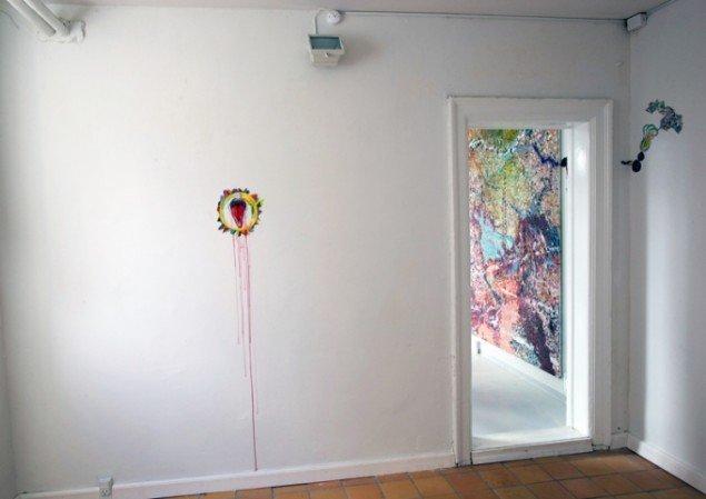 Til dig som beskytter lidenskaben, 2012, akvarel på væg og papir, bladsølv. Pressefoto.