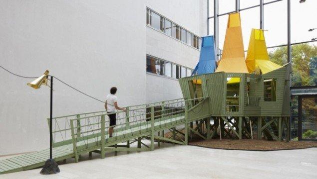 One Language Traveller, 2011. Bygningen er en fabrik, der producerer sæber formet som de allerførste 'designede' genstande, nemlig pilespidser og flintøkser. Pressefoto.