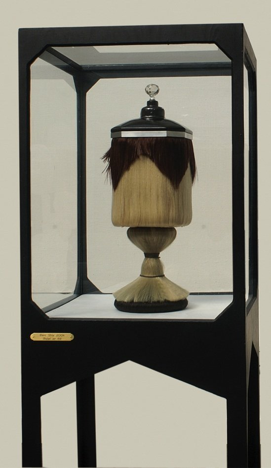 Hair Urn, 2004. Pressefoto.