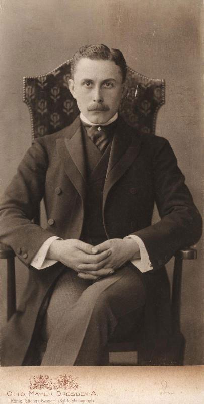 Den østrigske arkitekt og kulturkritiker Adolf Loos, 1870-1933. (Foto: Wiki-commons)