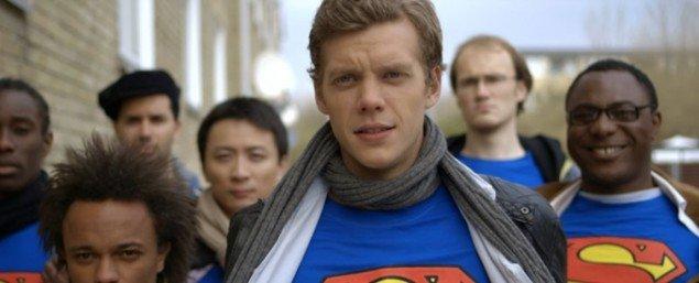 Still fra Superman af videokunstneren Morten Dysgaard, indspillet i og med beboere fra Tingbjerg. (Pressefoto)