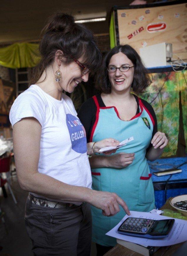 Anja Raithel sammen med Flux Factory medlem Georgia Muenster på udstillingsstedet Spanien 19C. Foto: Jens Peter Engedal.