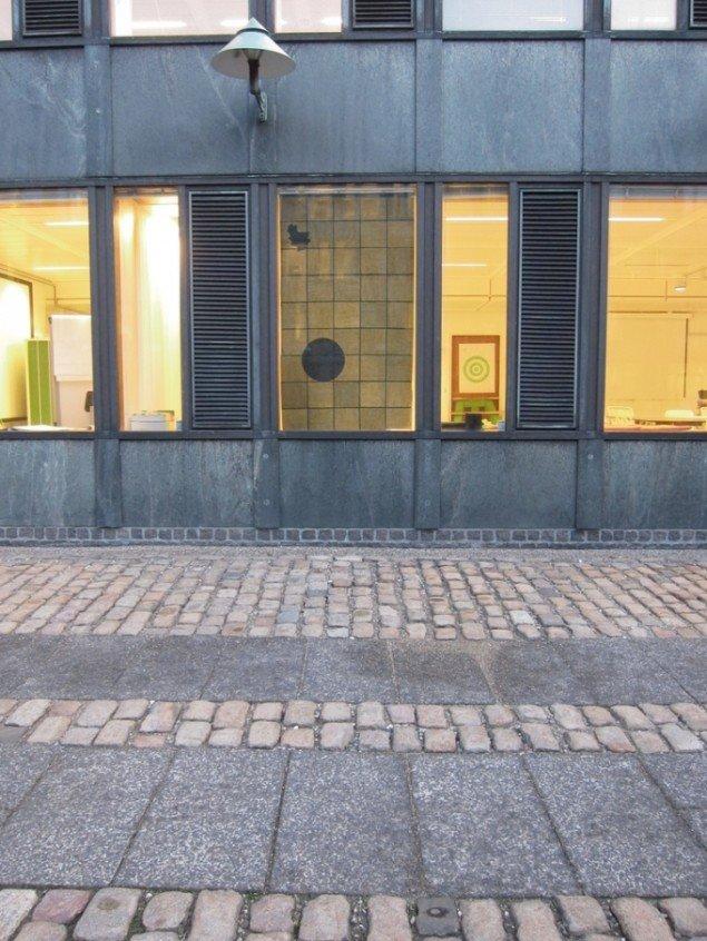 Matilde Duus: Ud af sammenhæng, 200 × 113 cm, silkepapir, 2012.