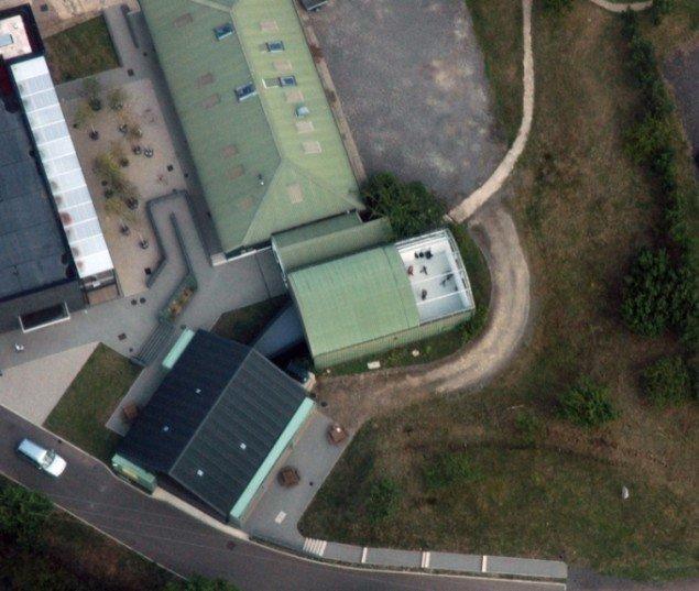 Minus roof, 2009, udsigt fra flyet til galleriet Wysing Arts Centre. Pressefoto.