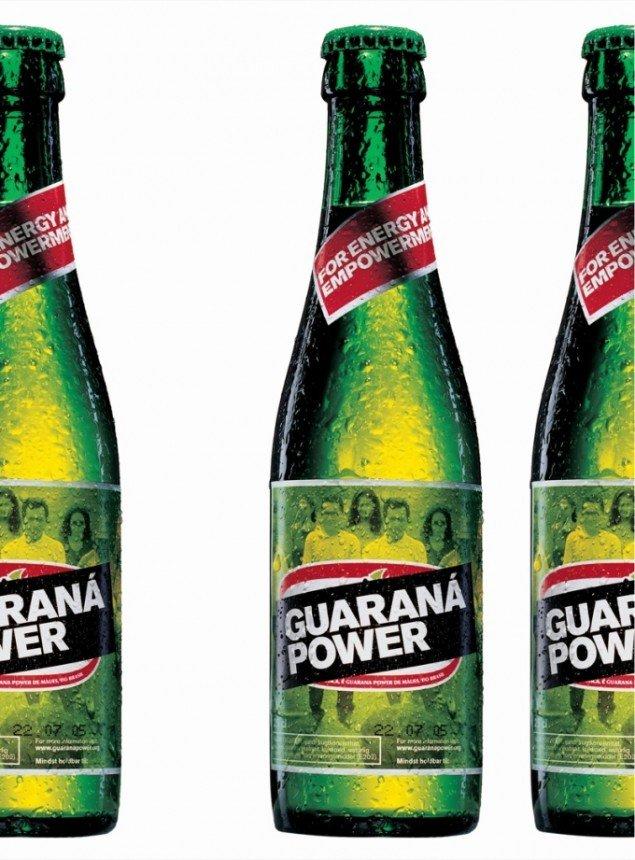 Guaraná Power, 2003. I Guaraná Power-sodavanden brugte brasilianske guaranábønder deres egne råvarer og kopierede processen og logoet fra et af Sydamerikas store producenter af guaraná-sodavand. Foto: Jeppe Gudmundsen Holmgreen.