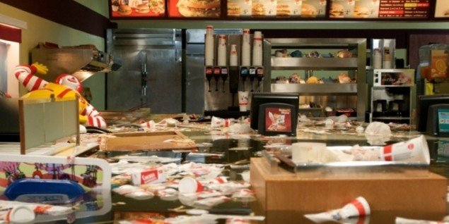 Flooded McDonald's, 2008, 20 minutter lang film. Foto: Superflex.