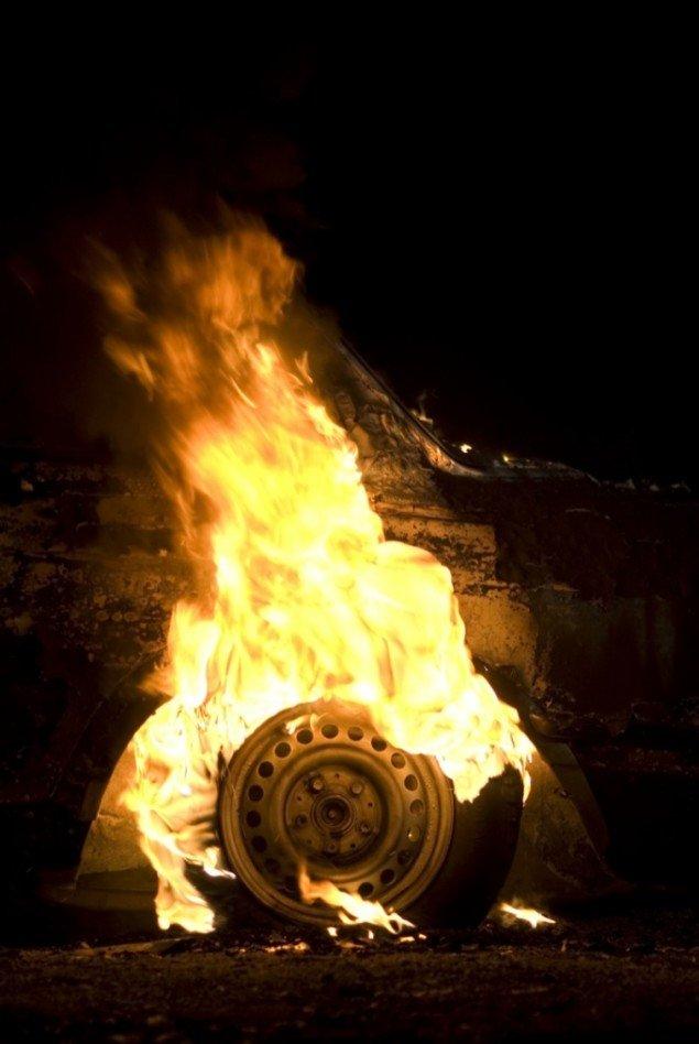 Burning Car, 2008, 11 min. video, hvor en bil bliver brændt af. Foto: Superflex.