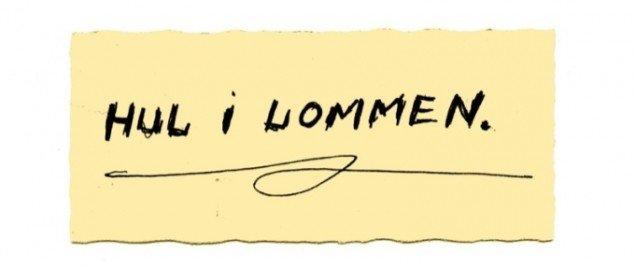 Pocket Museum (1984):Den danske kunstner Carsten Smidt-Olsen sendte en lille seddel med teksten hul i lommen til Mogens Otto Nielsens Pocket Museum. Pressefoto.