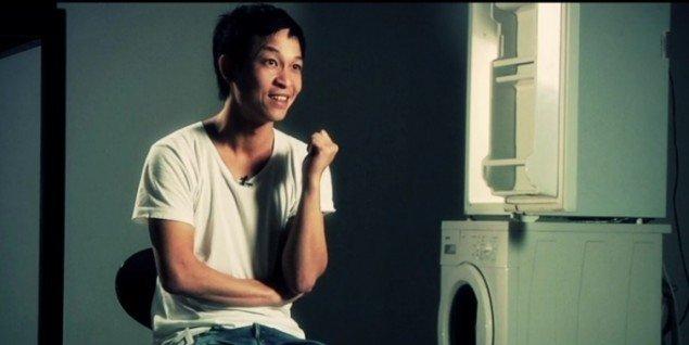 Stillbillede af Danh Vo fra filmen om hans tidligere udstilling Hip Hip Hurra på Statens Museum for Kunst. Pressefoto.