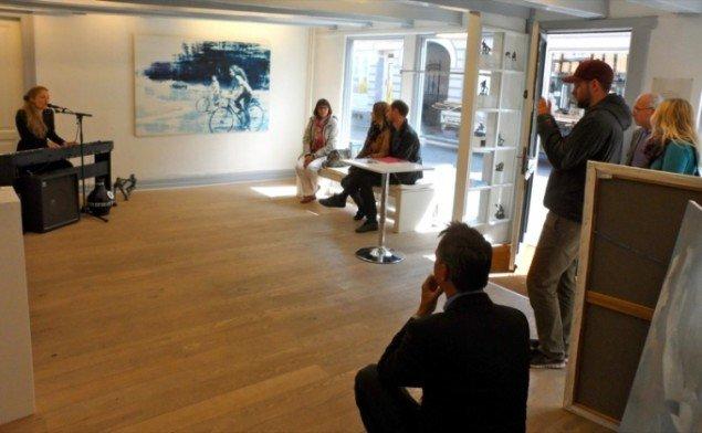 Sangerinden Sidsel Ben Semmane gik i dialog med billedkunsten på Galleri V58