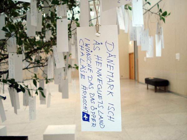 Yoko Ono: Wish Tree. Foto: Nordjyllands Kunstmuseum.