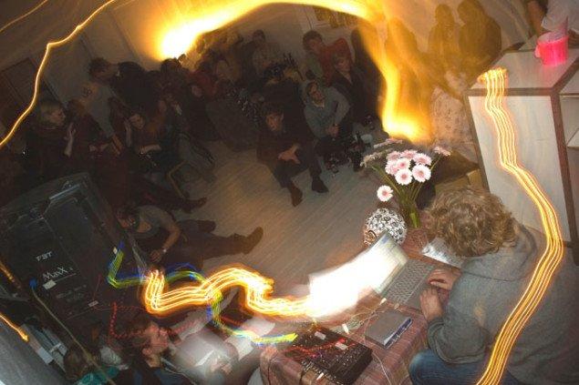Koncert med lydkunstneren Stormhat, som direkte anvender elementer af støj i sine kompositioner.  Foto: Per Andersen.