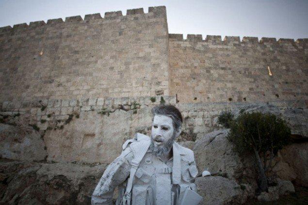 The White Soldier under Jerusalems gamle bydel. Foto: Yonatan Sindel