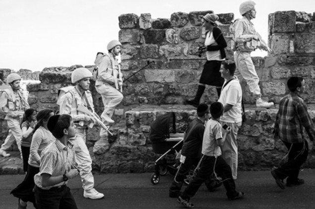 Såkaldte kloner af The White Soldier på patrulje. Foto: Alex Janetzko