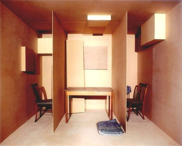 Hjemlig Triptykon, 2001, (cibachrome – fra serien Panoptica). Pressefoto.