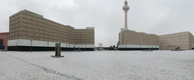 Alexanderplatz, Berlin, 2012, (lambdaprint – serie Off Location). Pressefoto.