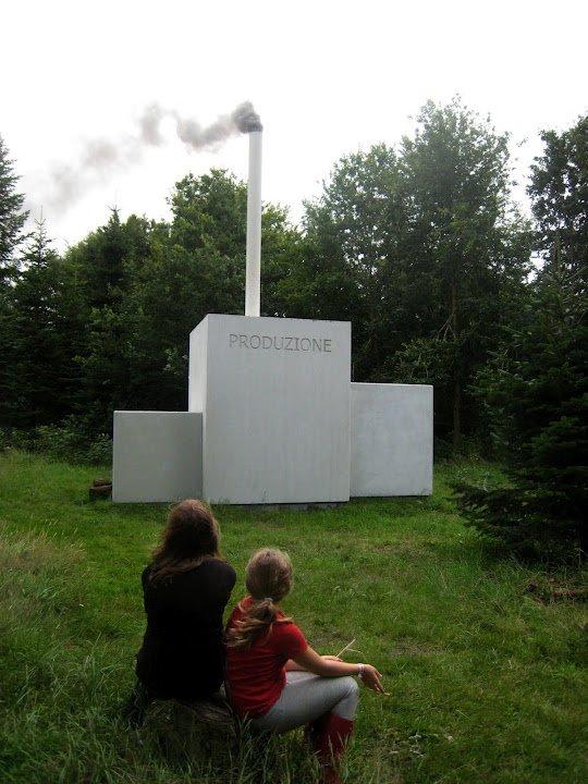 Naturrum Skovsnogen. John Kørner: Produzione . En fabrik i skoven - fungerer som shelter. Foto: René Schmidt