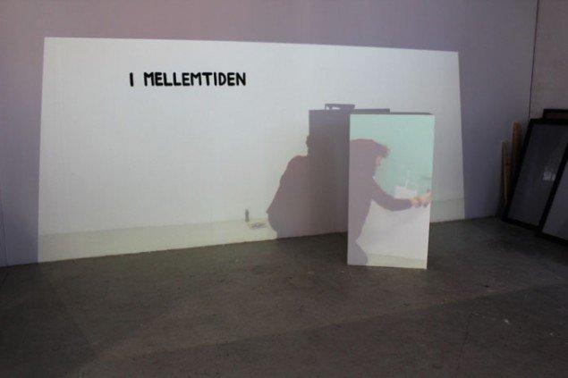 Line Hvidbjerg: I mellemtiden, 10:13 min., ed. 3, 2012, video, træ, akryl. Foto: Charlotte Fogh Gallery.