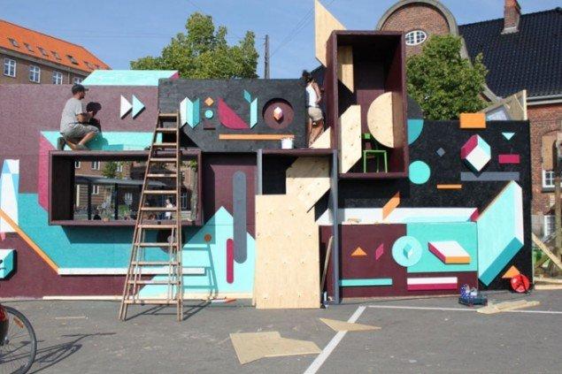 Nelio, uden titel, installation, træ, akryl, spray. Foto Erik B. Duckert
