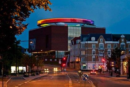 Your rainbow panorama, 2006-2011, Olafur Eliasson. ARoS Aarhus Kunstmuseum, Denmark. Foto: Ole Hein Pedersen. © 2006-2011 Olafur Eliasson.