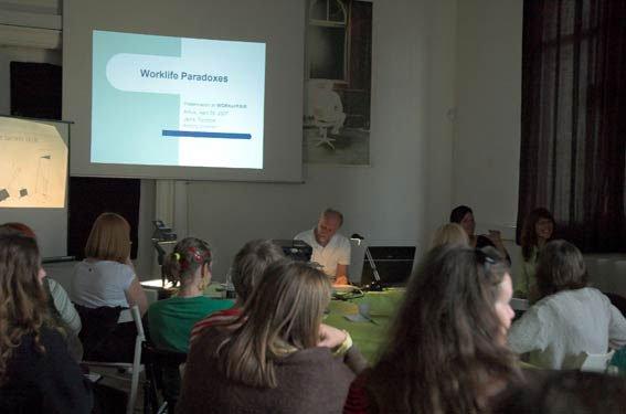Jens Tonboe talte om arbejdslivets paradokser. Foto: Barbara Katzin.