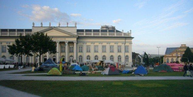 Occupy-lejren foran Fridericianum i Kassel. (Foto: Matthias Hvass Borello)