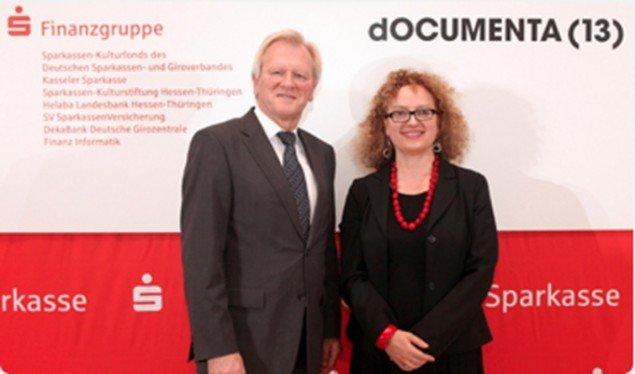 Heinrich Haasis, præsident for DSGV, og Carolyn Christov-Bakargiev, kunsterisk leder af dOCUMENTA (13). (Foto: dgsv.de)
