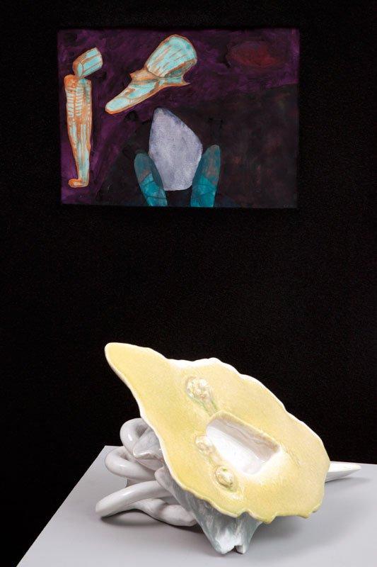 Uden titel, Cai-Ulrich von Platen, akvarel og Under the Hill, Per Ahlmann, keramisk skulptur, 2012. Pressefoto