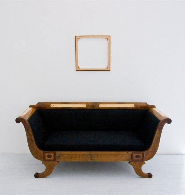 The Beginning of a Masterpiece, 2008, Lys over Lolland. Materialer: sofa og blendramme. Foto: Christoffer Egelund.