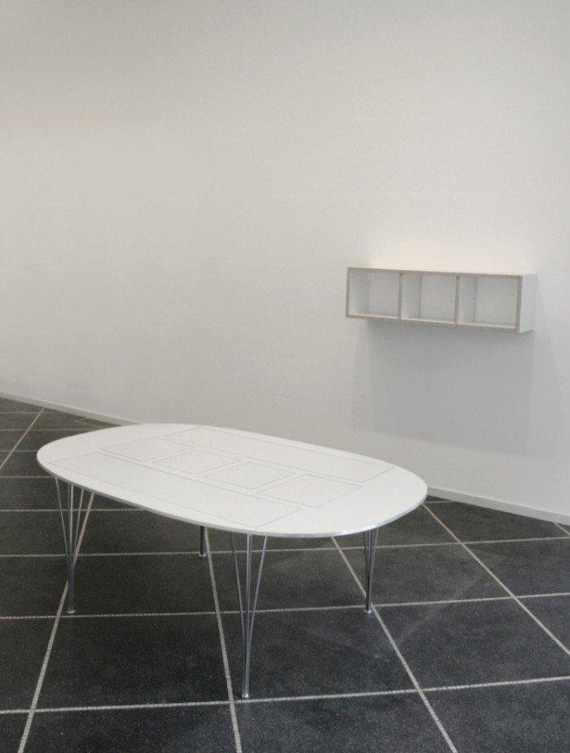 Re-production of an IKEA Bookshelf, 2007, Gruppeudstilling Susanne Ottesen. Materialer: Original Piet Hein Super Elipse bord og en IKEA reol. Foto: Christoffer Egelund.