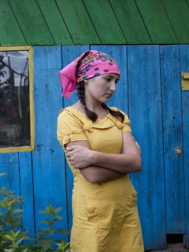 Lucia Ganieva portrætterer livet på landet i Rusland i serien Dreaming of Birches. Hun vandt FotoTriennale.dk 2009 Prisen med sine fotografier fra et katolsk præsteseminarium.