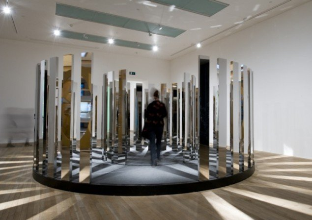 Rotating Labyrinth, 2007, 5,5 x 5,5 x 2,2 m. Courtesy: Johann König, Berlin and 303 Gallery, NY. Foto: Tate Photography.
