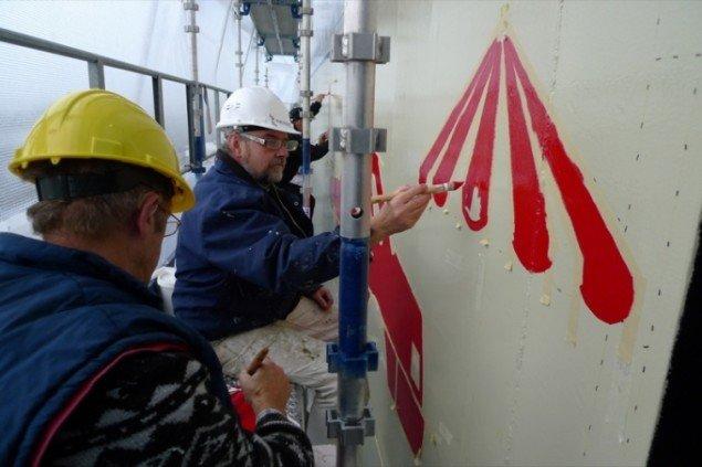 Malerne i gang med udsmykningsarbejdet. Pressefoto.
