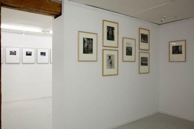 Udstillingsview. Sanders fotografier er udstillet i det ene rum. Somoroffs bearbejdelser i det andet. Foto: Morten Barker
