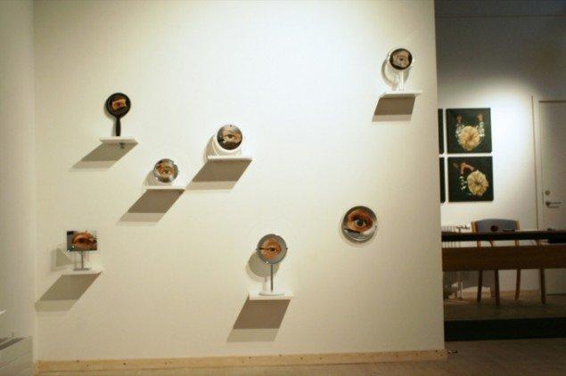 Kirsten Schausers værker Spejlbilledet, 2011 viser daglige ritualer foran spejlet. Pressefoto.