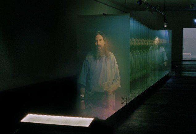 The Sliding Doorway, video og installation, 53 min., 2010. Pressefoto.