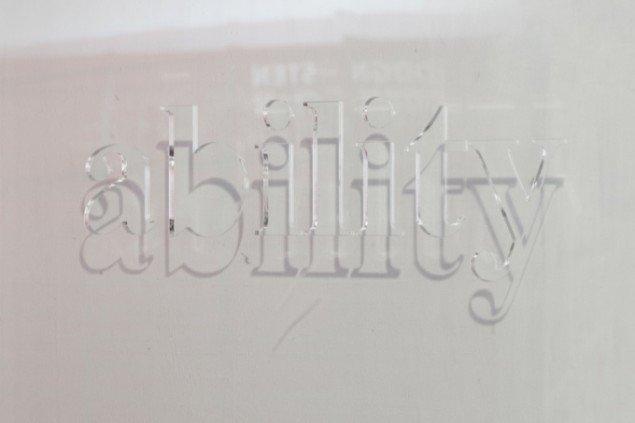 Jacob Borges' værk Invisible, 2012 er lavet af plexieglas. Foto: Lea Nielsen