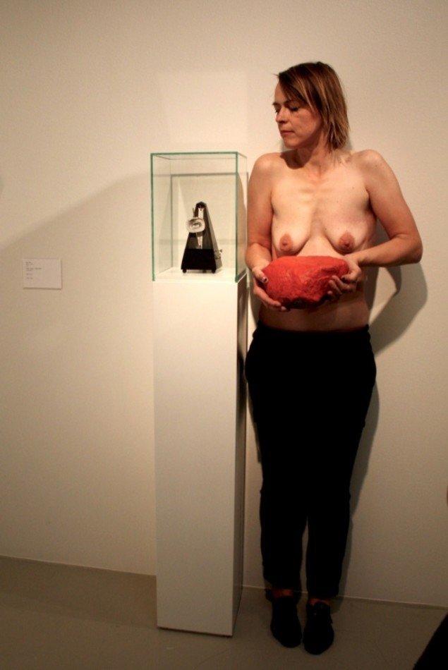 Lee Sky ger Dora Maar hennes ansikte tillbaka, 2012. Værk på billedet: Man Ray: Indestructible Object. Foto: Frederikke Hansen.