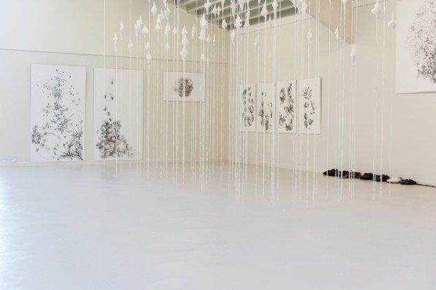 Udstillingsview fra Kate Skjernings udstilling på Janus Bygningen. Foto: Niels Linneberg