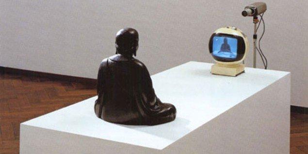 Nam June Paik TV Buddha, 1974. Kilde: paikstudios.com