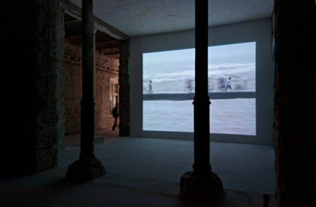 NoMad, 1998, videoinstallation, The October Salon, Beograd, Serbien. Foto: Minja Smajic.