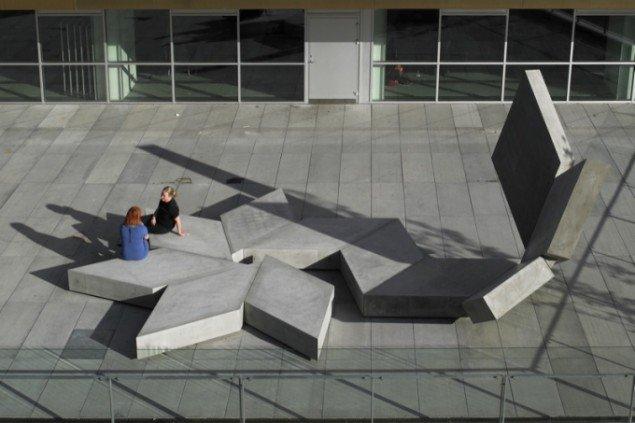 Rikke Ravn Sørensens store betonstjerneskulpturer. Foto: Helene Høyer Mikkelsen