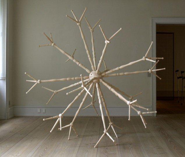 Entré, 2004, Sophienholm. 225 x 225 cm., fyrtræ. Foto: Anders Sune Berg.