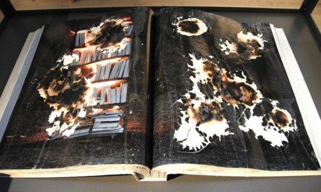 Bruno Kjær: Brændte bøger. Del af installation. Foto: Bente Jensen