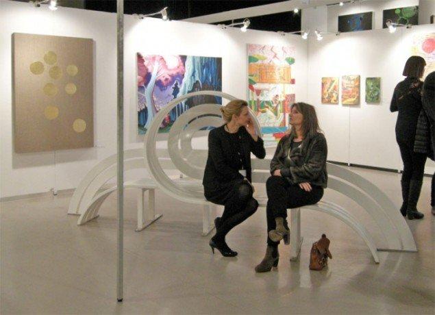 Hos Galleri Nicolai Wallner kunne man prøve at sidde på en Jeppe Hein bænk eller nyde malerier af blandt andet Peter Land og Christian Schmidt-Rasmussen