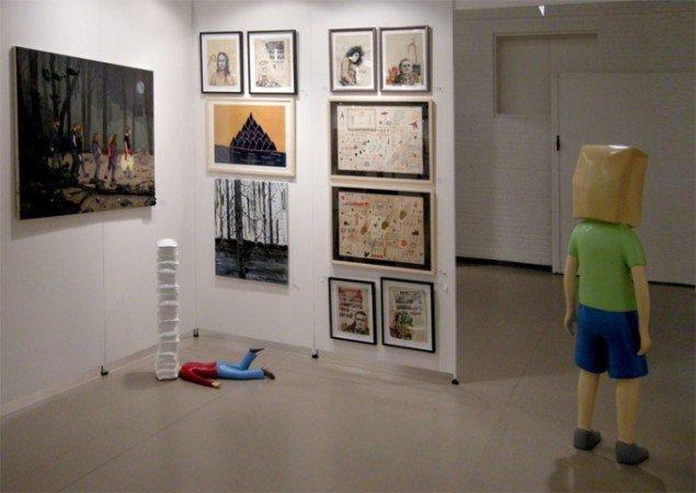 Fredrik Raddums drenge virkede noget udmattede hos Hans Alf Gallery. Her med værker af blandt andet Anders Scrmn