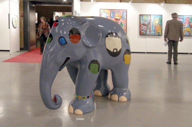 En elefant hos Galerie Moderne Silkeborg! Med Kristian Devantier karakteristiske hoveder