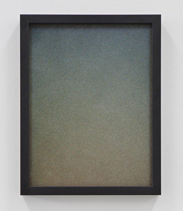 """Iris"", 2012, 42 cm x 35 cm, prismatisk maling og spray på plexiglas. Foto: Kristoffer Juel Poulsen."